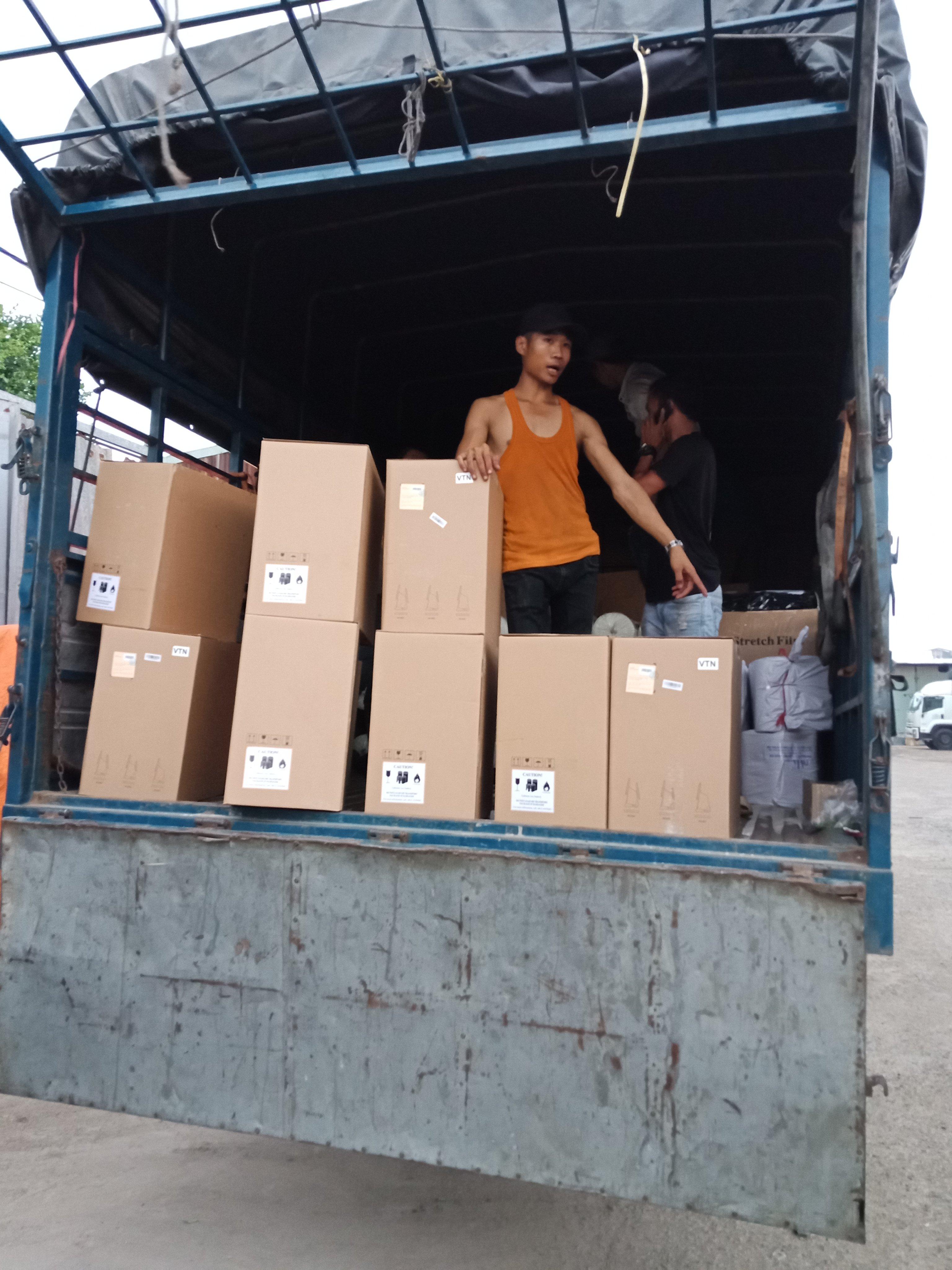 Chuyển hàng hóa đi Phnom Penh