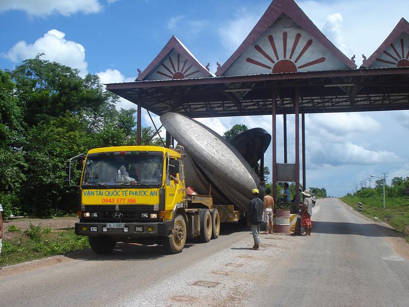 Các loại xe vận chuyển hàng sang Lào