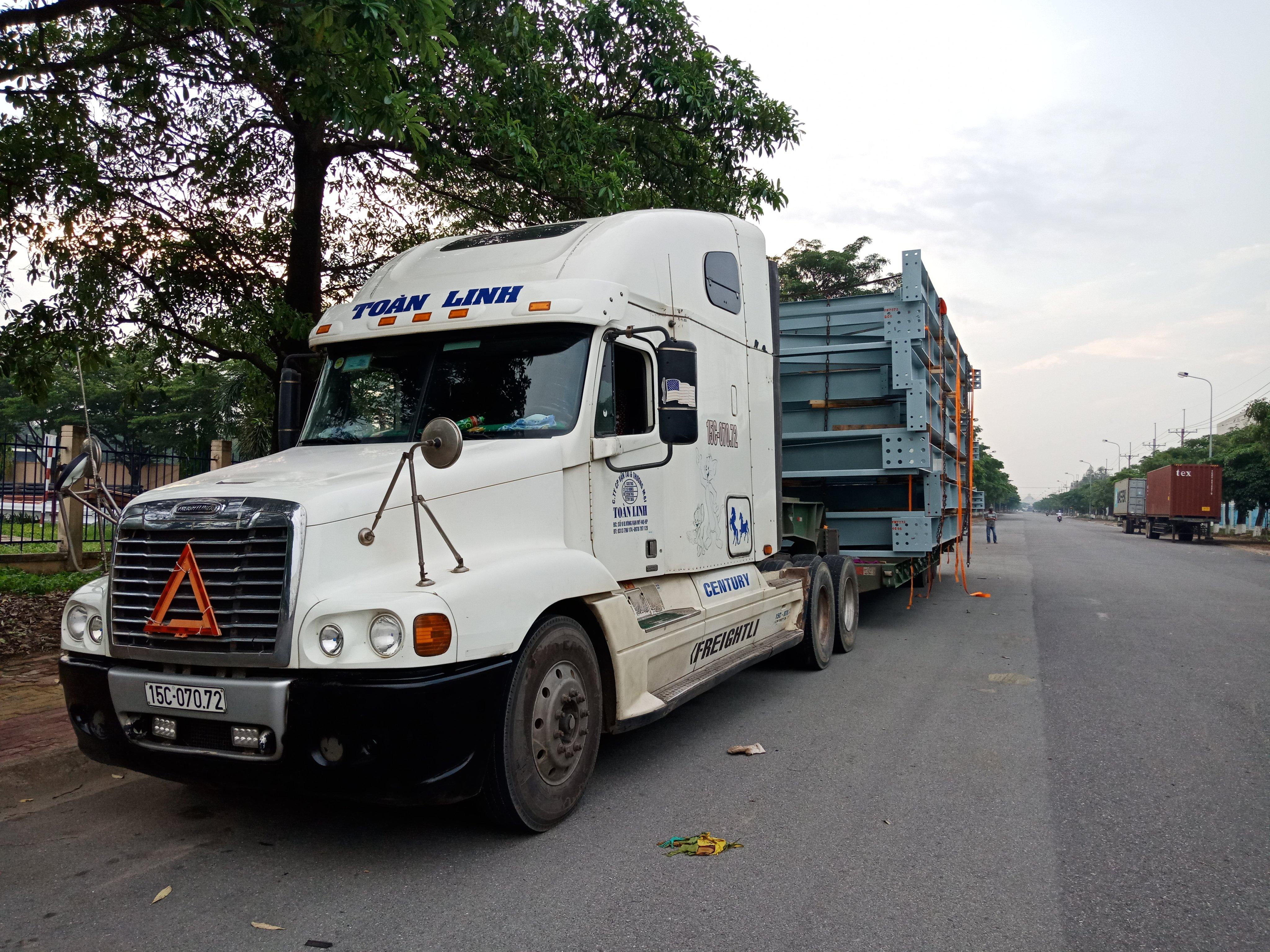 Xe cont vận chuyển hàng đi Phnom Penh