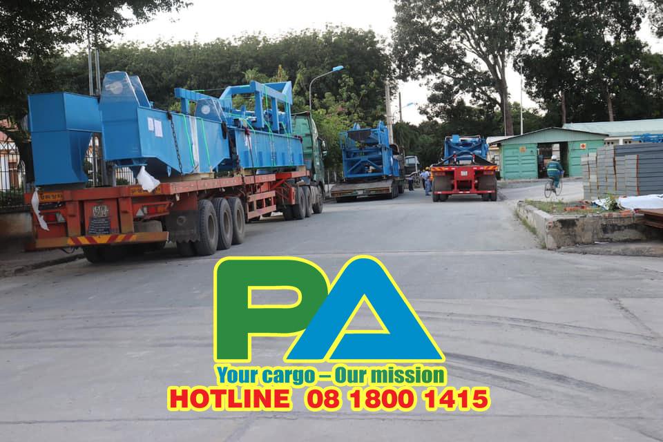 Đội ngũ xe vận chuyển hàng đi Battambang-Campuchia