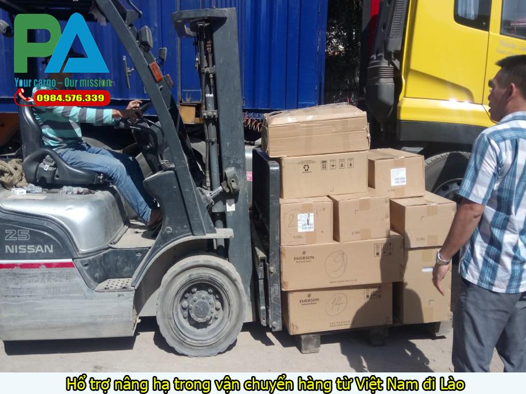 Hổ trợ nâng hạ trong vận chuyển hàng từ Việt Nam đi Lào