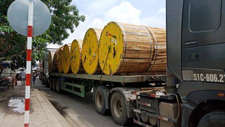 Kéo container đi Campuchia