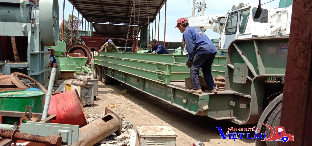 Bốc sắt giao đi Lào