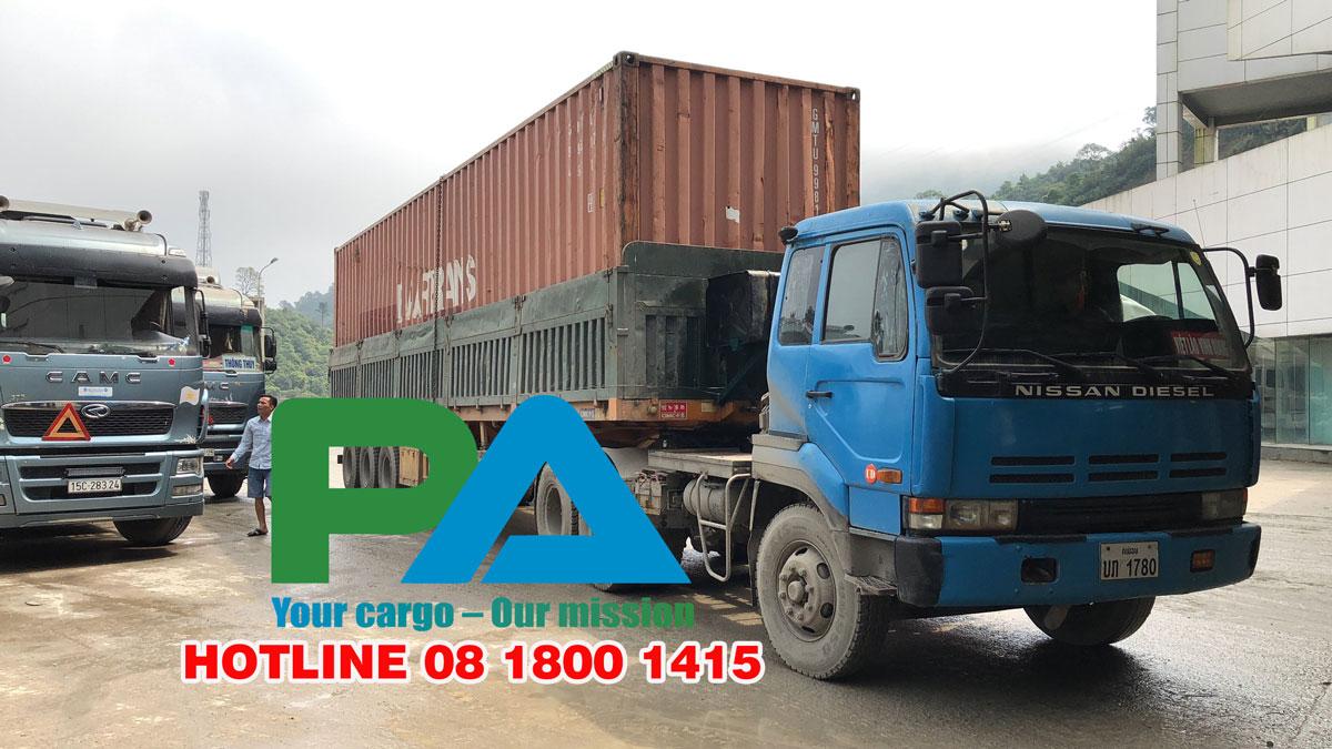Xe tải đang tại cửa khẩu Cầu Treo