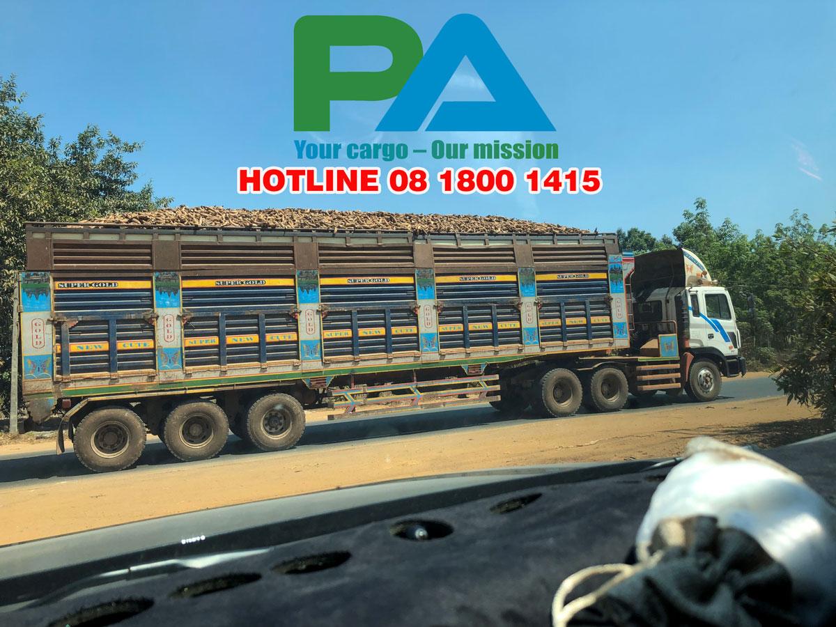 Xe vận chuyển nông sản từ Campuchia về Đà Nẵng