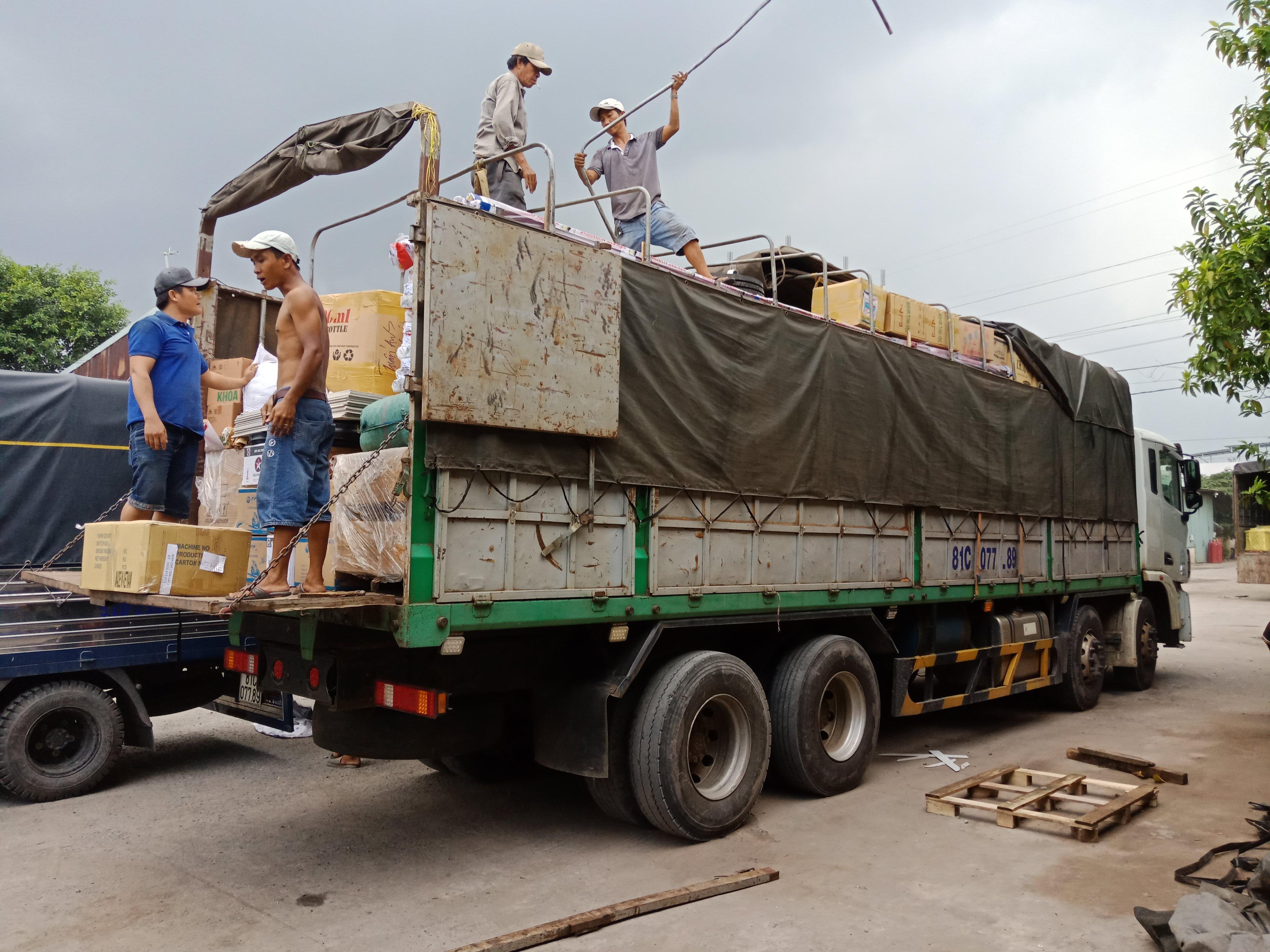 Một số hình ảnh vận chuyển hàng sang campuchia