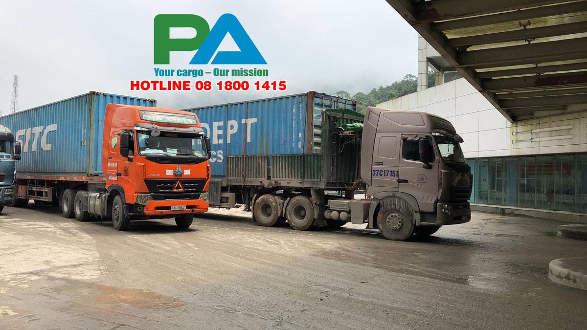 Xe của kho tại Hà Nội đang được thông quan