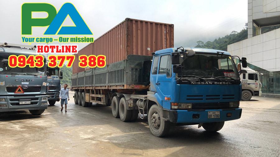 Xe đang thông quan tại cửa khẩu Cầu Treo Vận chuyển hàng hóa đi Lào