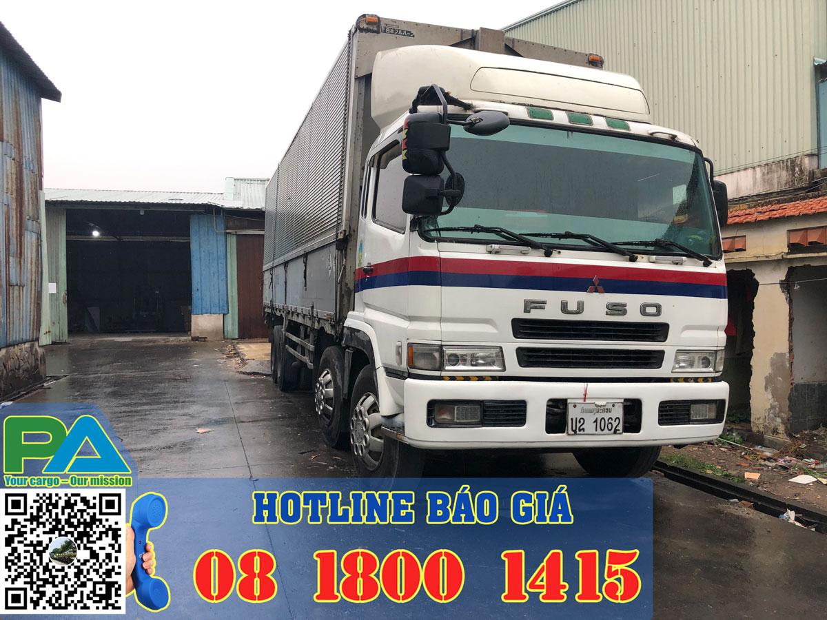 Xe tải vận chuyển hàng đi lào lấy hàng tại kho của khách hàng