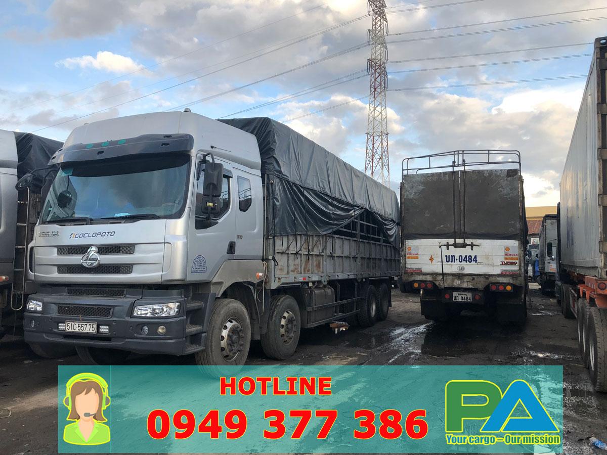 Xe tải vận chuyển hàng đi Lào giá rẻ