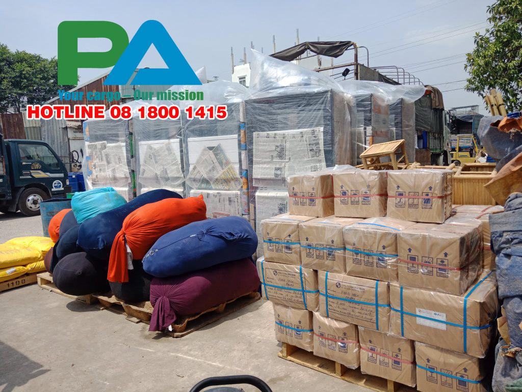 Hàng hóa tại kho ở Sài Gòn chuẩn bị chuyển đi Đà Nẵng