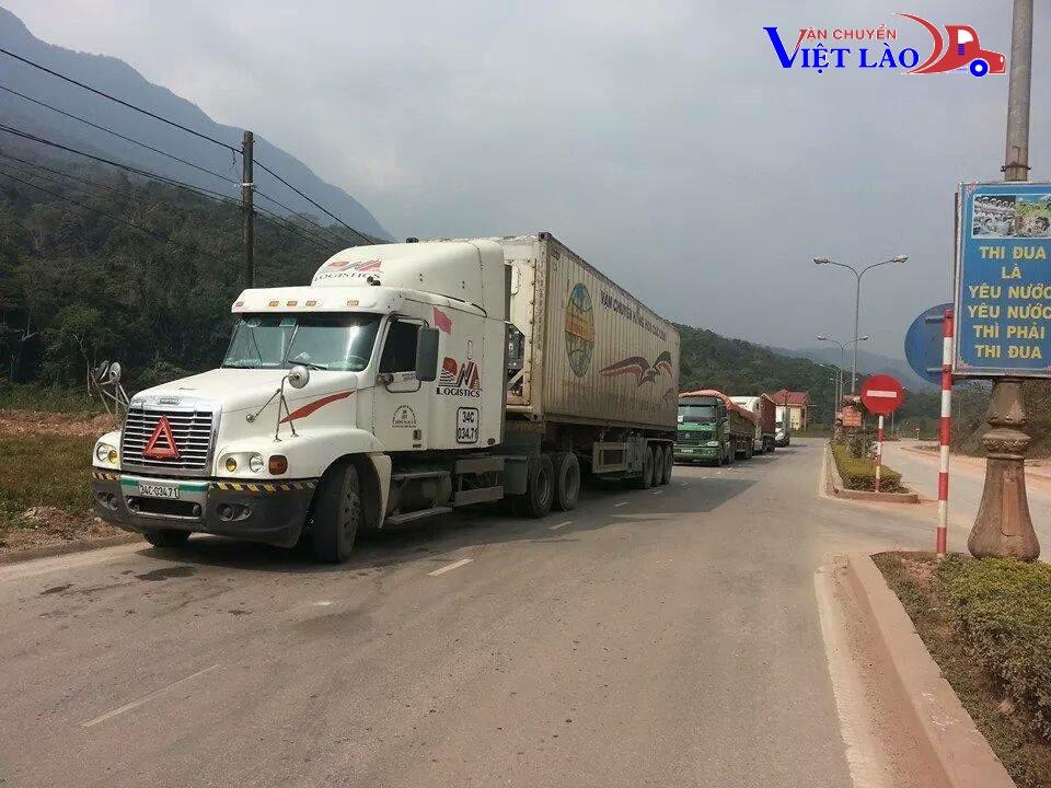 Các tuyến đường chính để chuyển hàng đi Lào